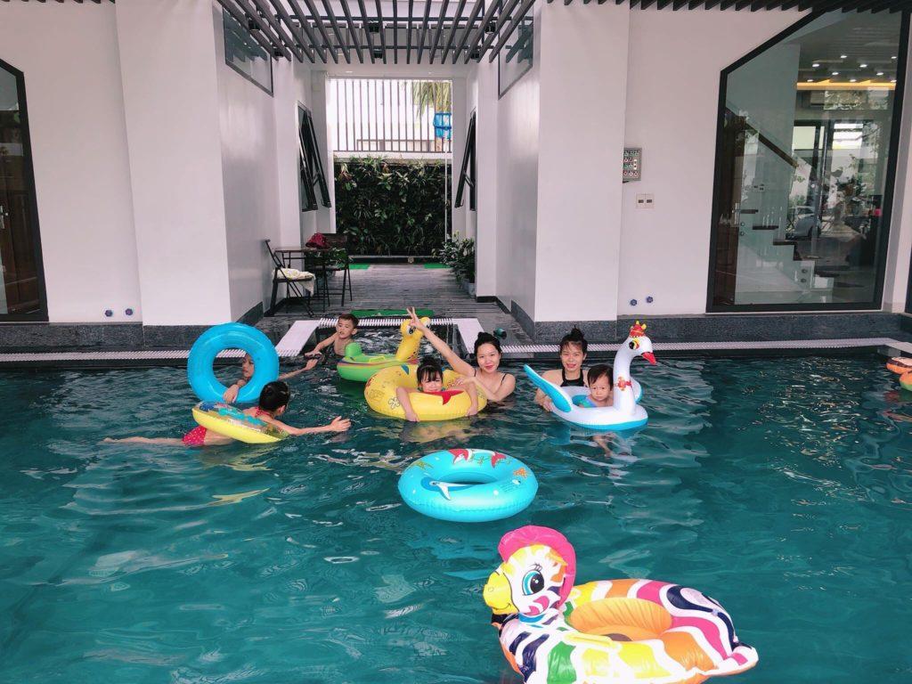 bơi thỏa thích tại bể bơi riêng