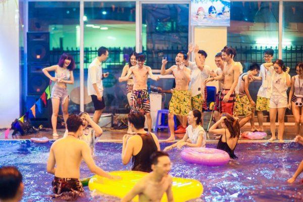 tiệc bể bơi