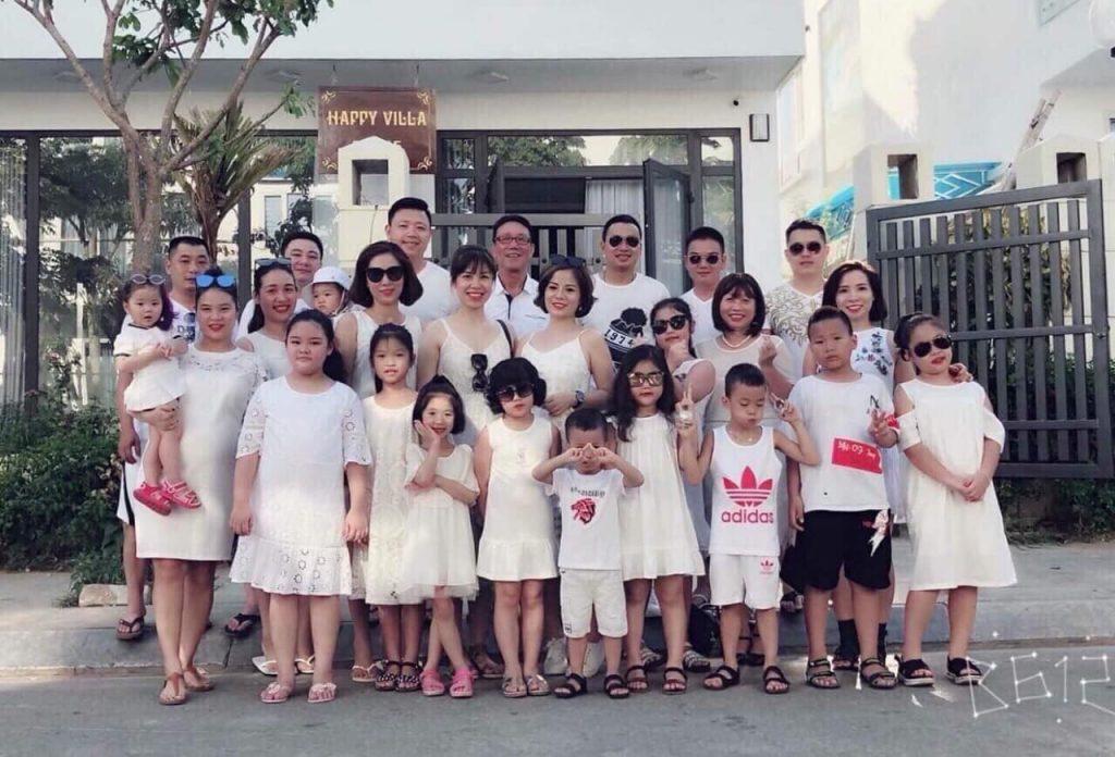 Đoàn khách đang yêu tại biệt thự FLC Sầm Sơn