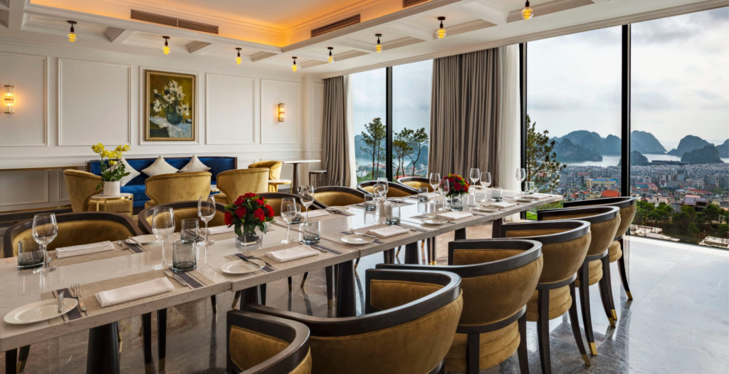 nhà hàng ở khách sạn FLC Grand