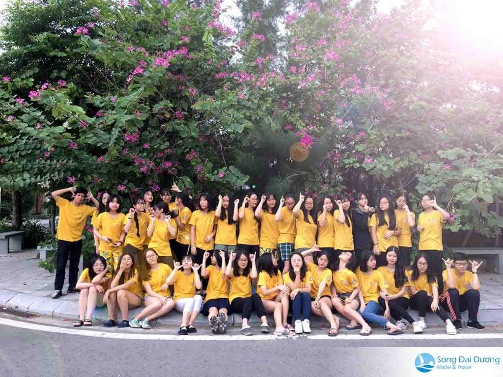 Tập thế lớp chụp ảnh kỷ niệm tại FLC Sầm Sơn