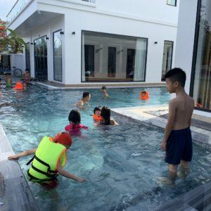 bể bơi của villa đôi