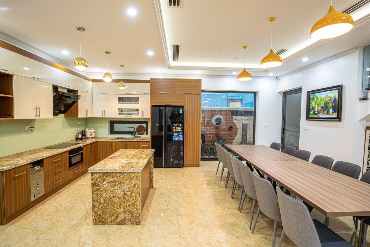 phòng bếp villa
