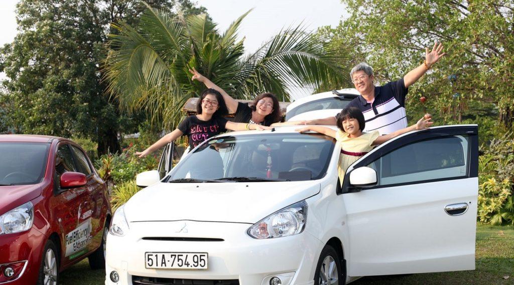 đi xe riêng của gia đình