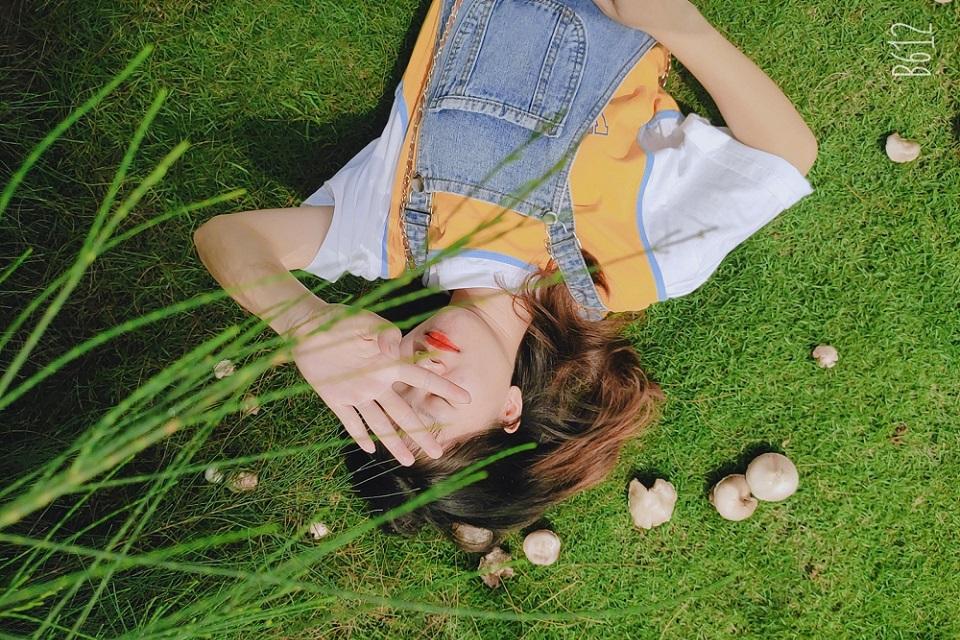 ảnh bên bãi cỏ xanh 1