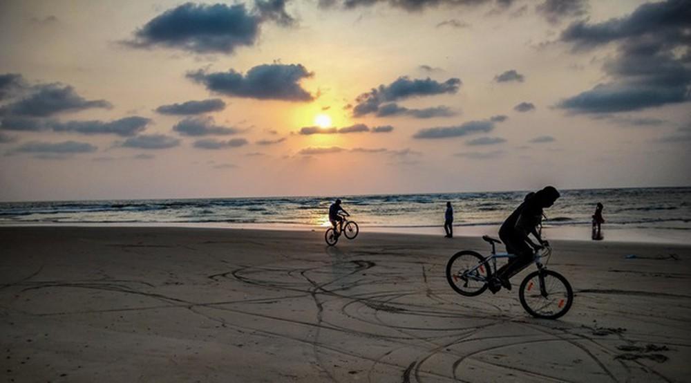 Đạp xe ven biển
