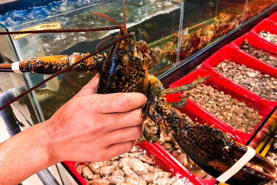 mua hải sản tại chợ đêm