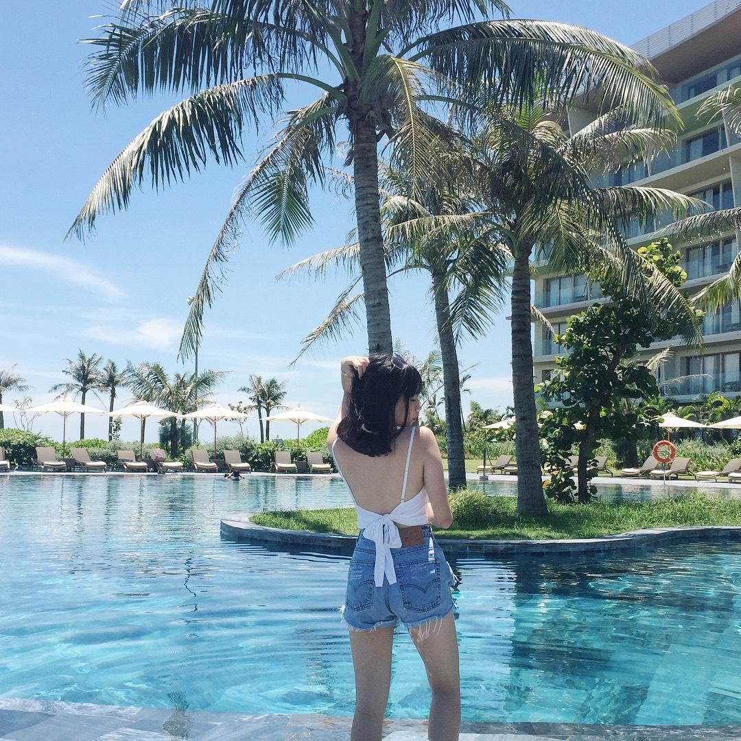 Giá vé bể bơi FLC Sầm Sơn là bao nhiêu?
