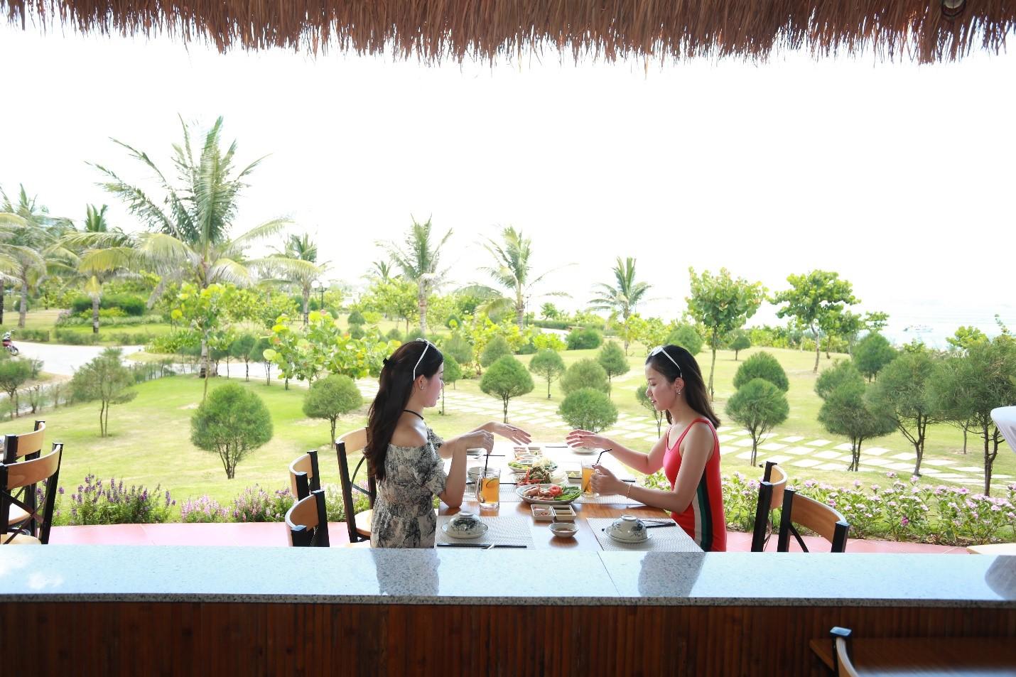 View nhà hàng Hương Biển