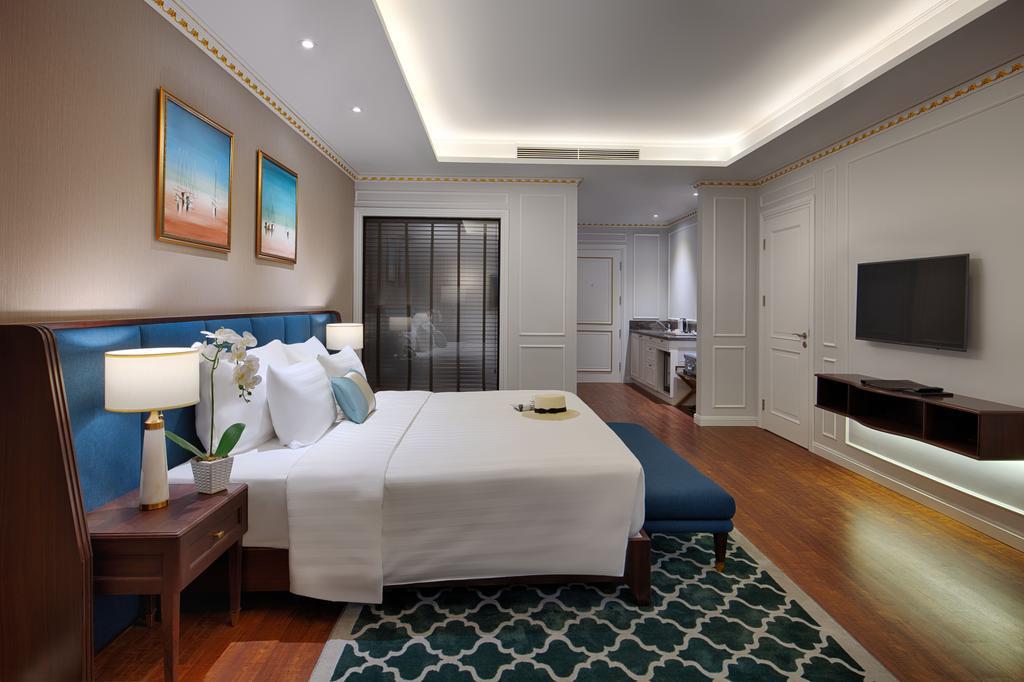 Deluxe Golf View 1 giường đôi - Booking phòng khách sạn FLC Hạ Long