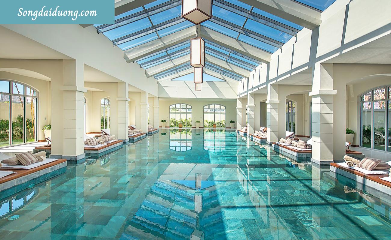 Bể bơi nước nóng trong nhà