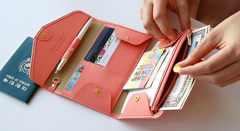 Tiền bạc và giấy tờ tùy thân