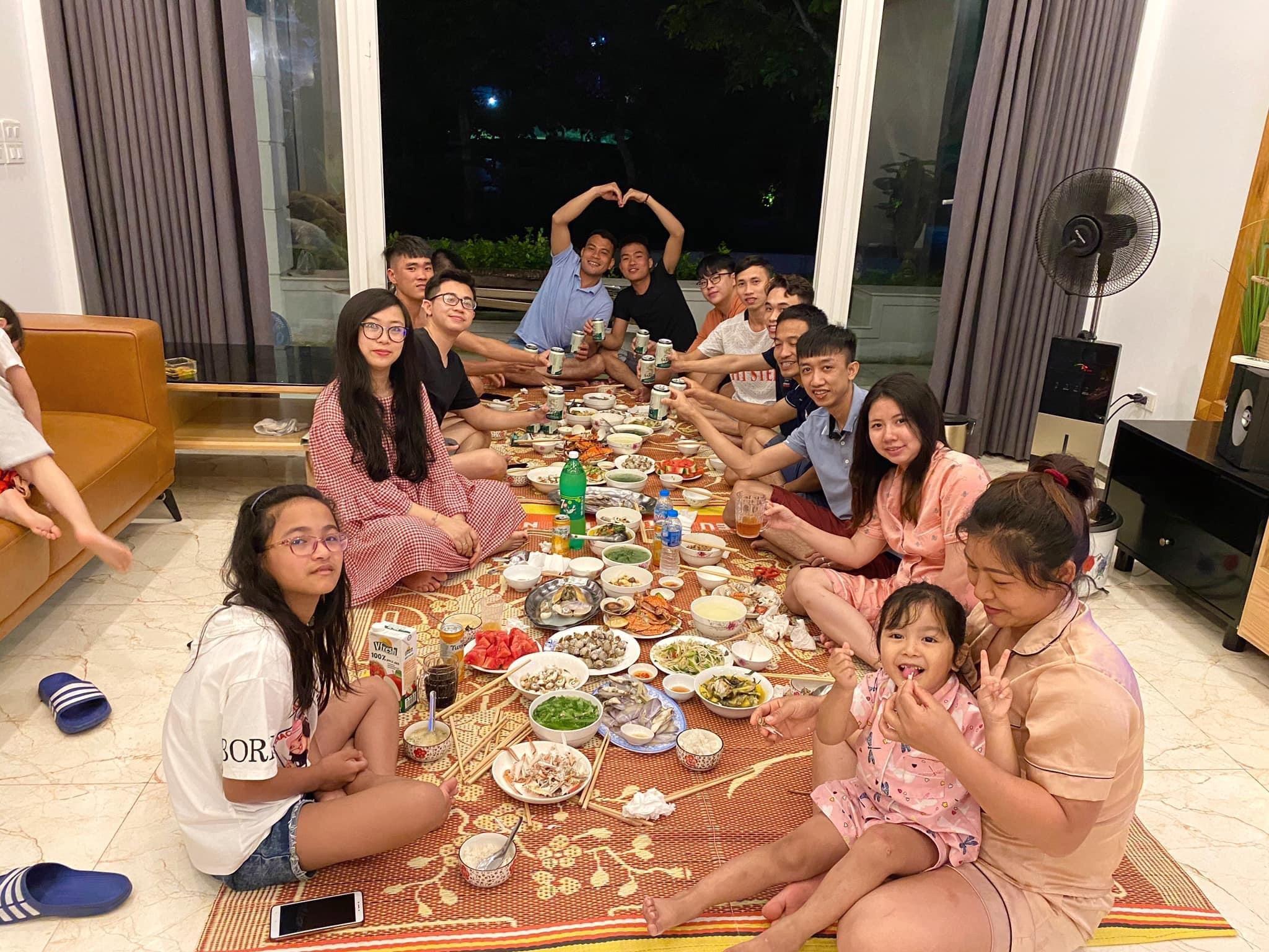 bữa tối cùng cả nhà tại Villa FLC Sầm Sơn