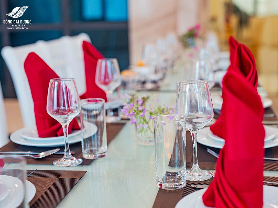 không gian rộng rãi, sang trọng tại sảnh nhà ăn của Khách Sạn