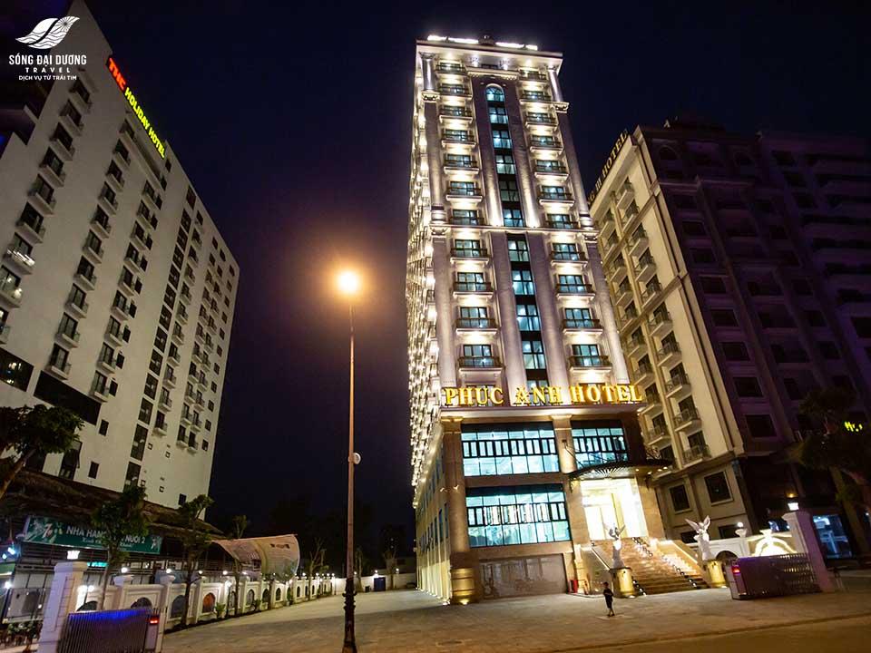 Khách sạn Phúc Anh tọa lạc tại vị trí đắc địa ở bãi biển Sâm Sơn