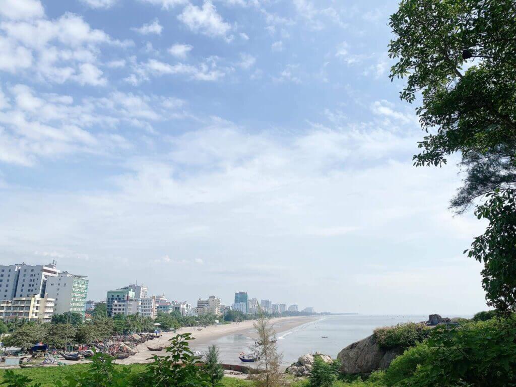 """Thành phố biển Sầm Sơn """"ngủ đông"""" sớm do đại dịch Covid -19"""